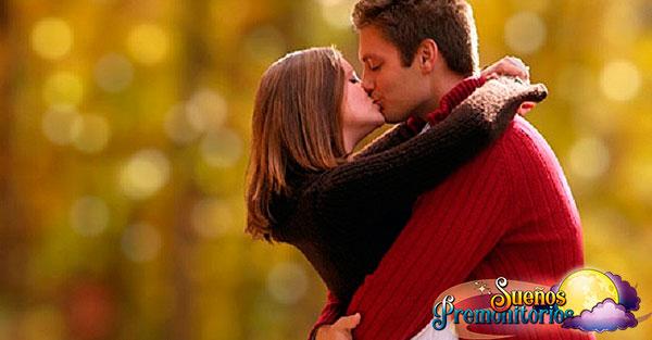 soñar con pareja besandose