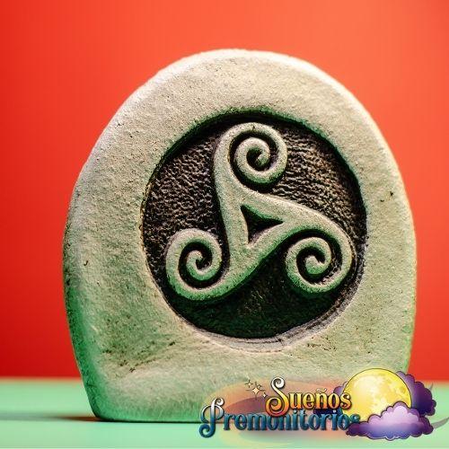 trisquel tallado en piedra