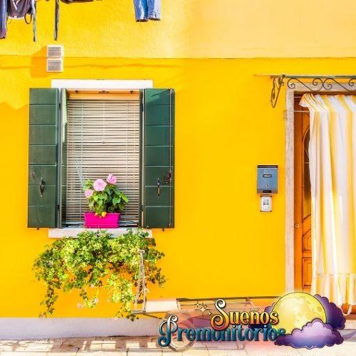 sonar con casa amarilla