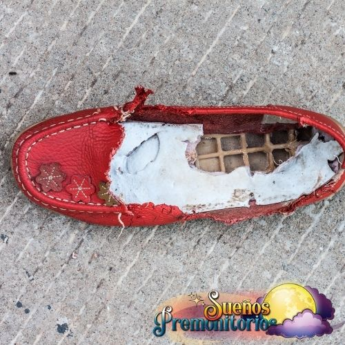 zapato rojo roto